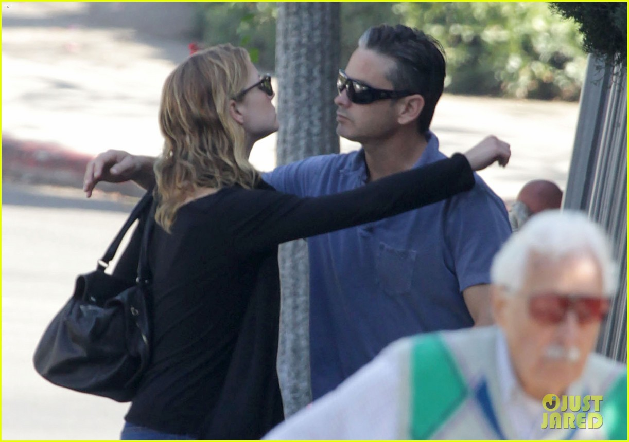 emily vancamp almost missed out on revenge role 042773362