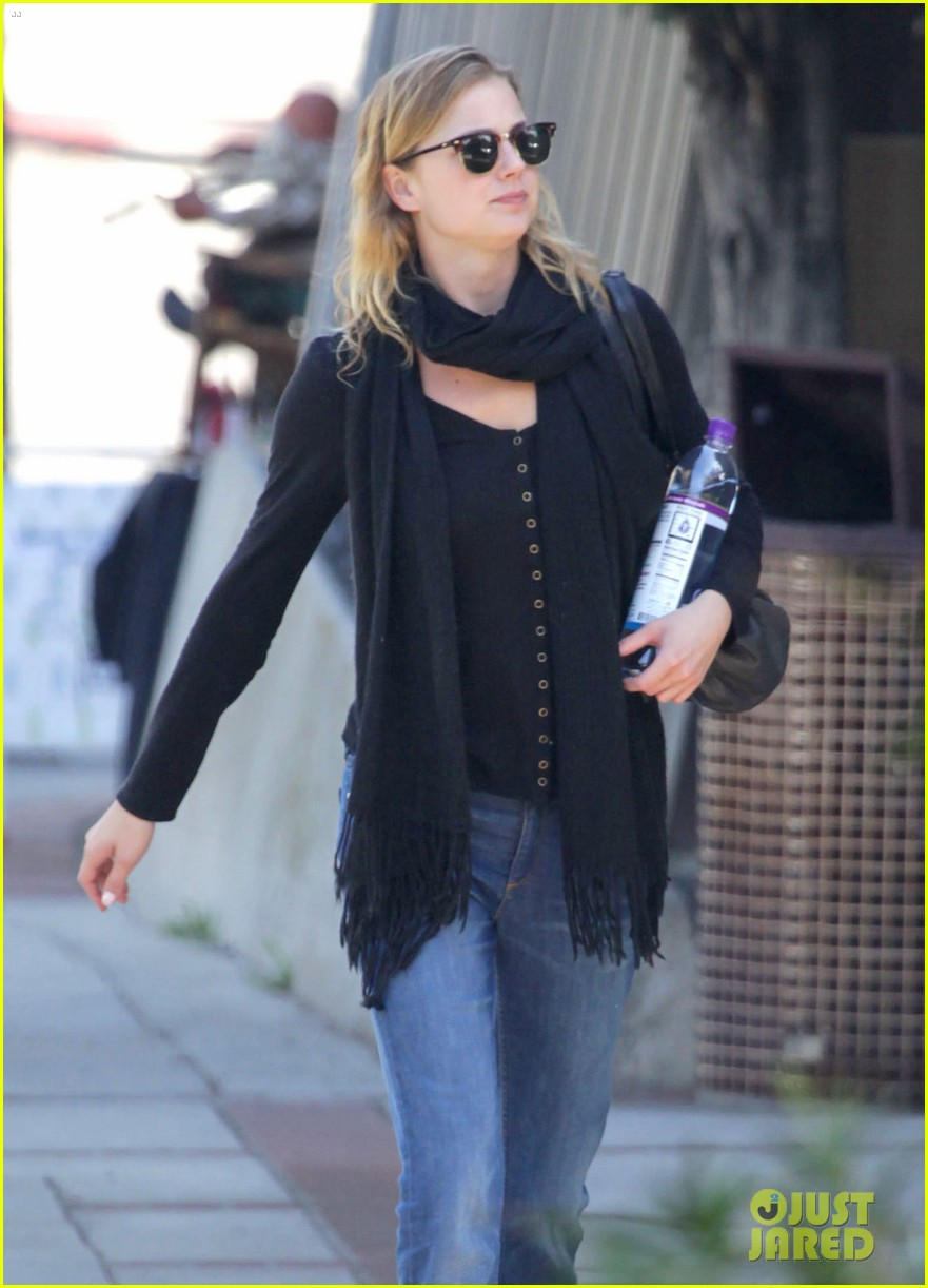 emily vancamp almost missed out on revenge role 052773363