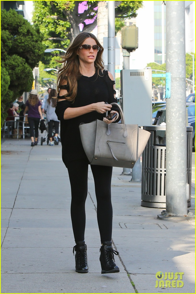 sofia vergara is cut out in beverly hills 05