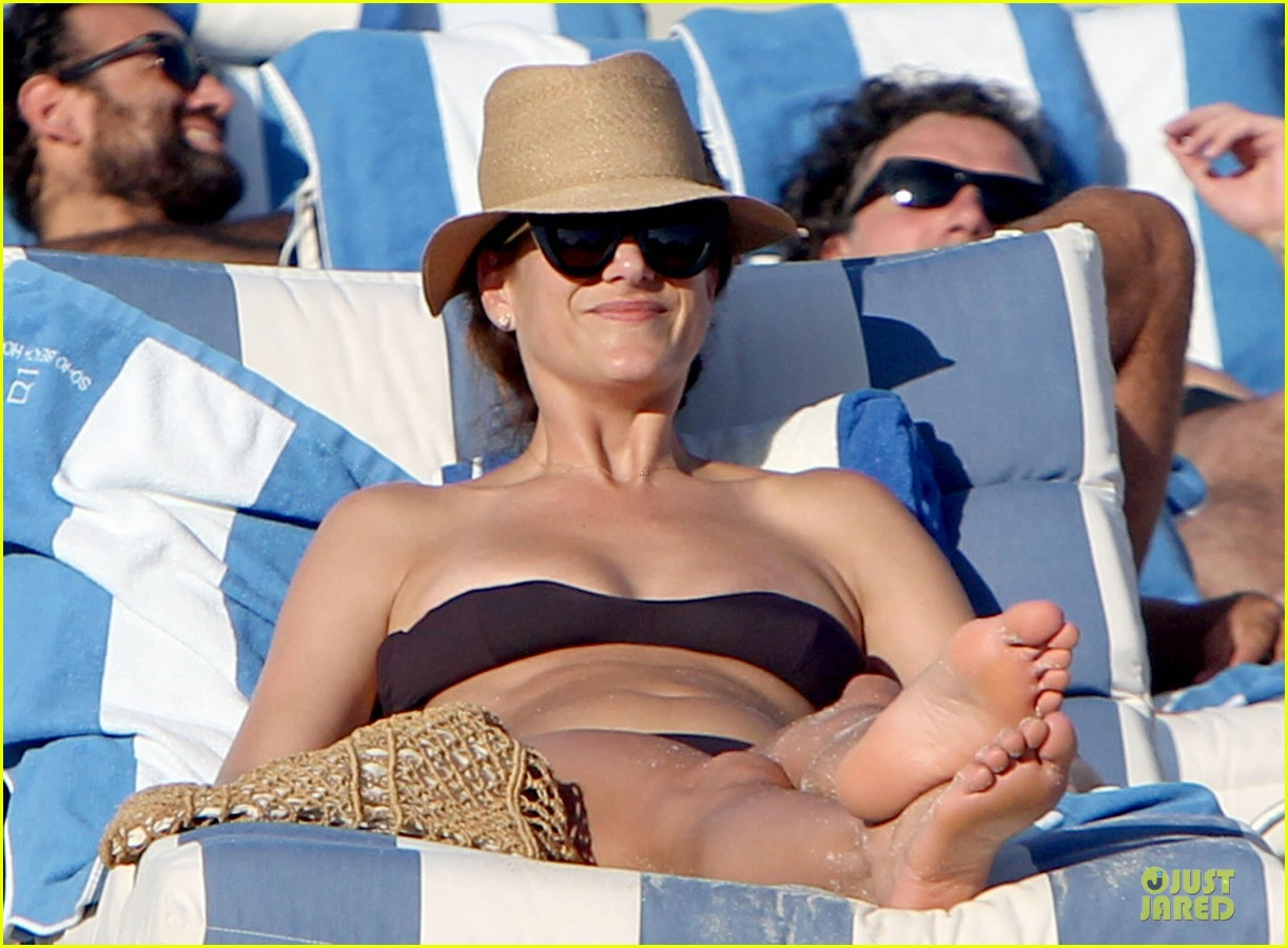 kate walsh bikini babe in miami 02