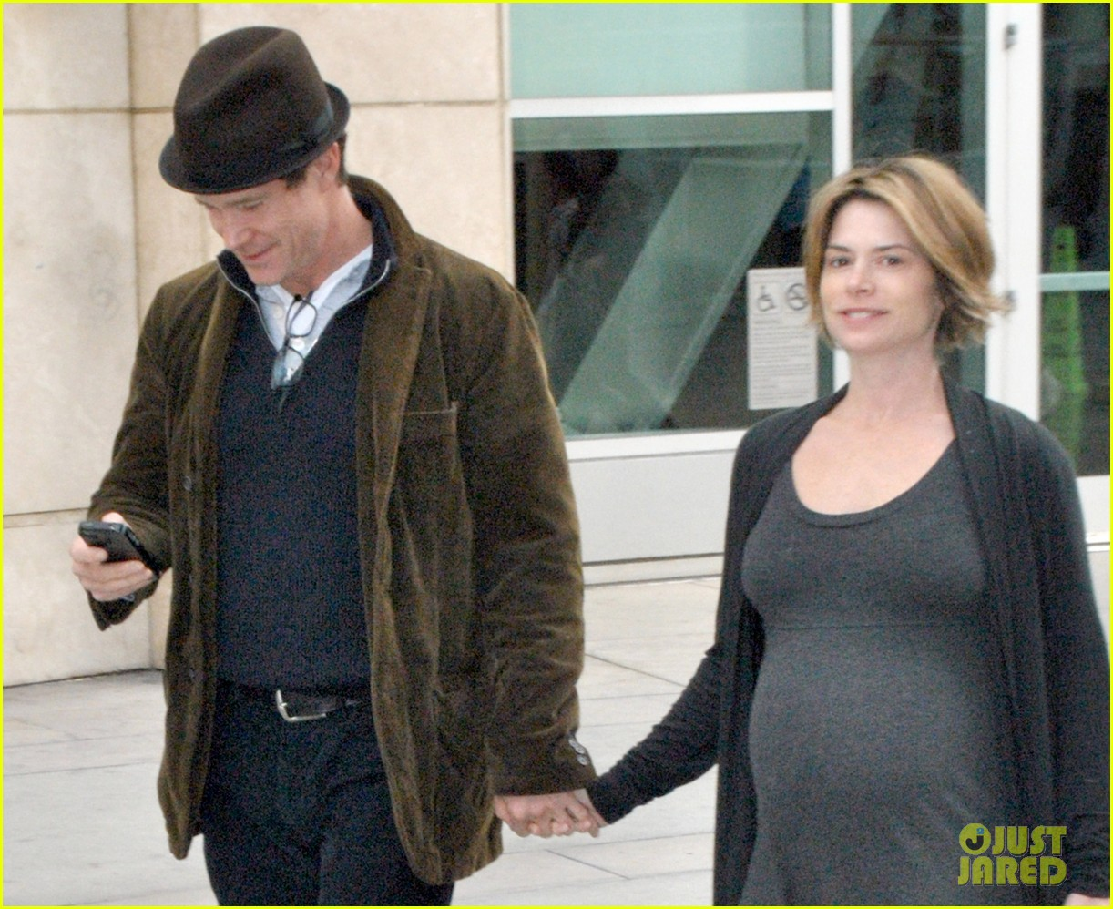 dylan walsh christmas day movie with girlfriend leslie bourque 102781027