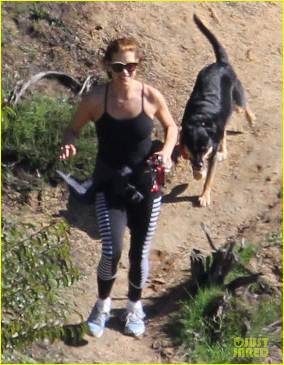 kate walsh dog walk in griffith park 09