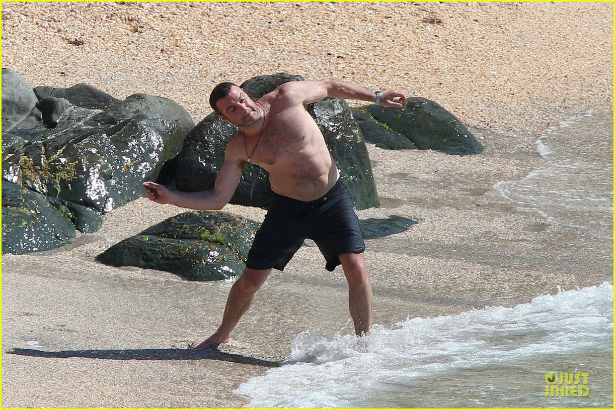 naomi watts st barths beach fun with shirtless liev schreiber 122782763