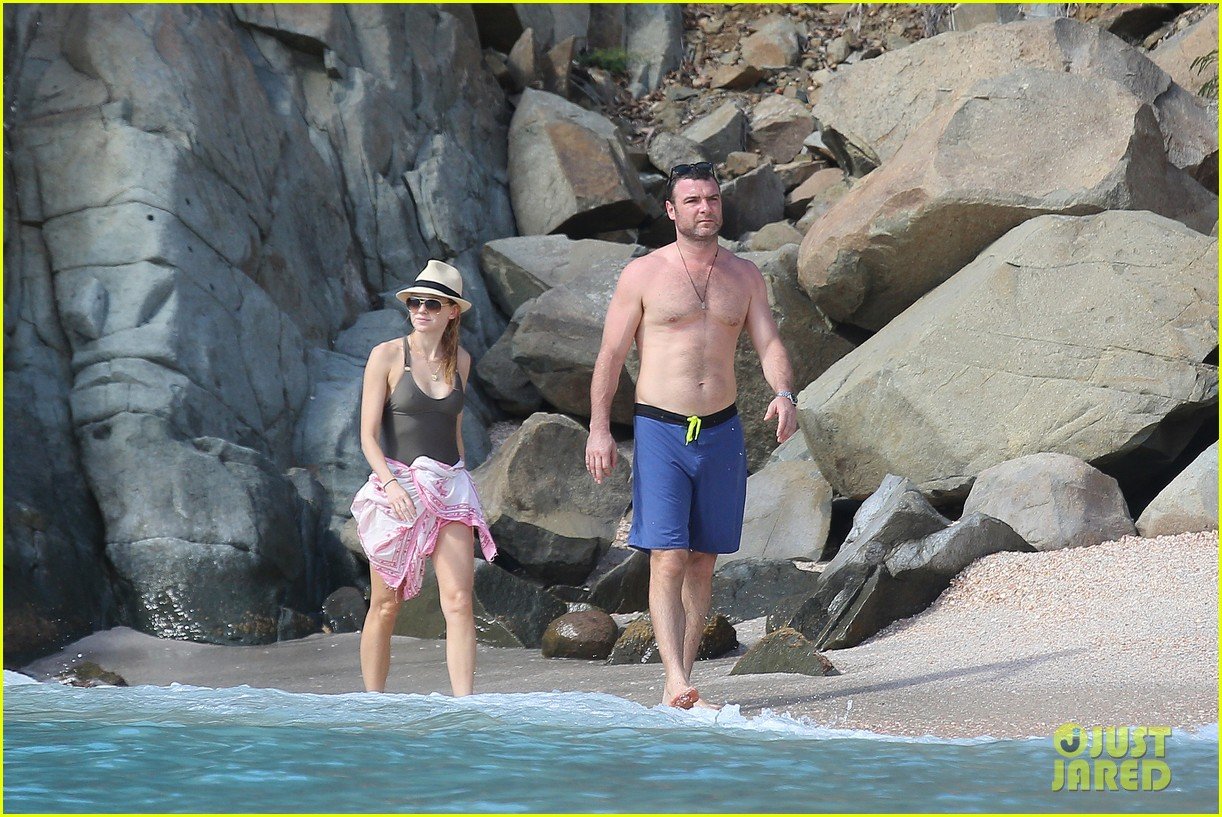 naomi watts shirtless liev schreiber new years eve beach day 02