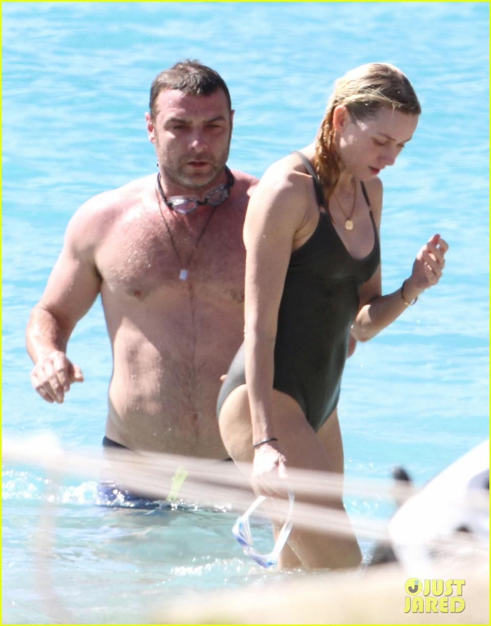 naomi watts shirtless liev schreiber new years eve beach day 032782922