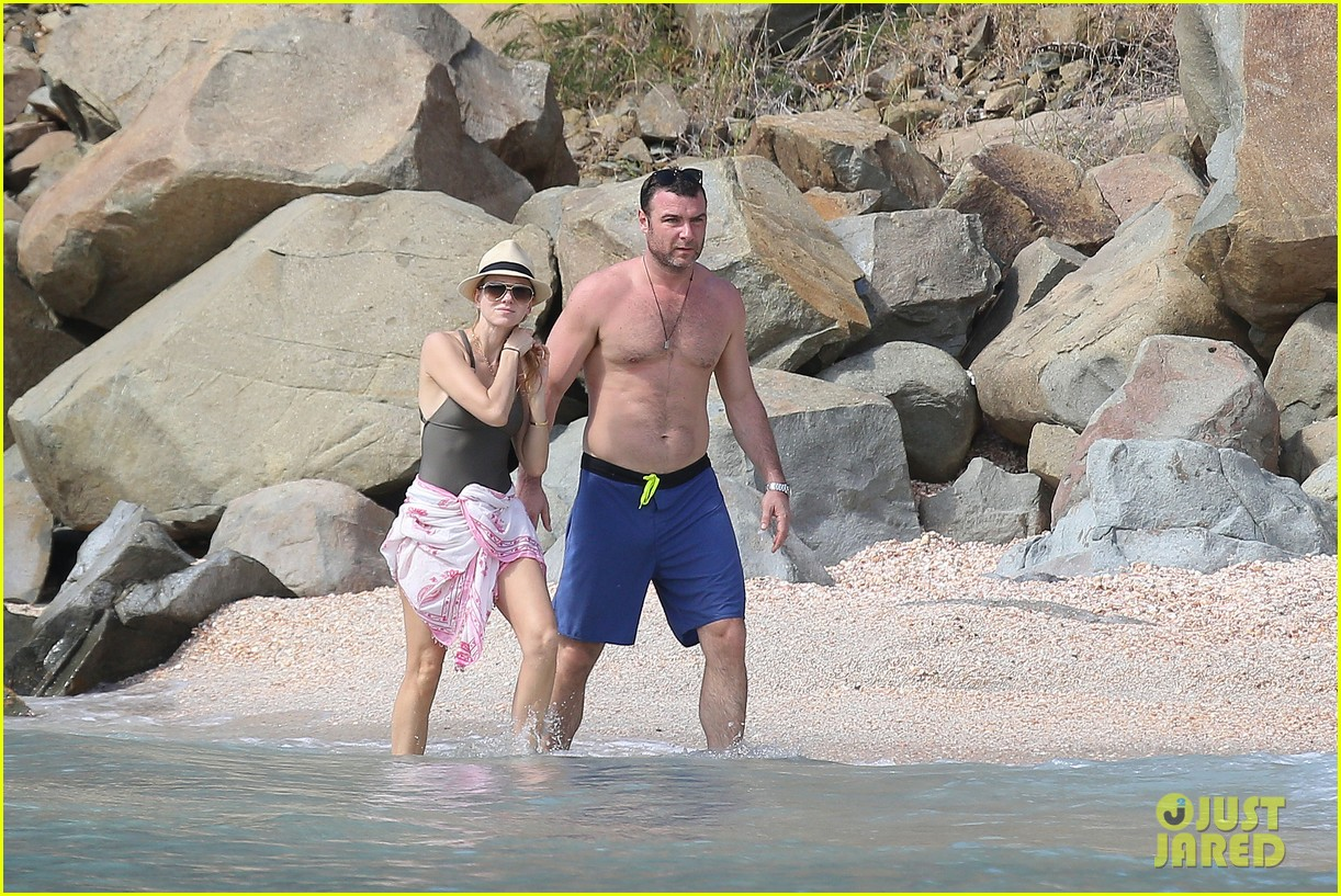 naomi watts shirtless liev schreiber new years eve beach day 07
