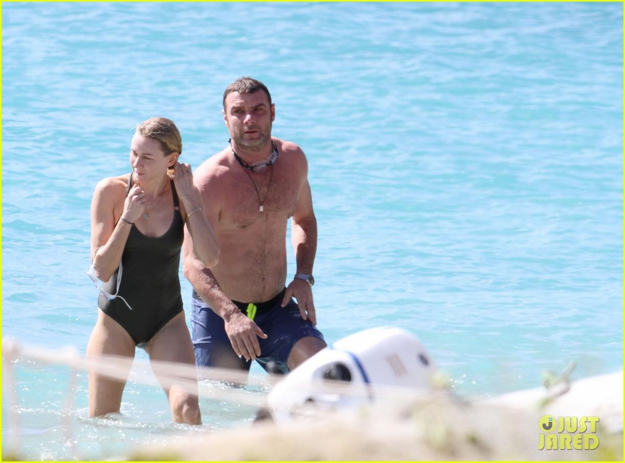 naomi watts shirtless liev schreiber new years eve beach day 132782932