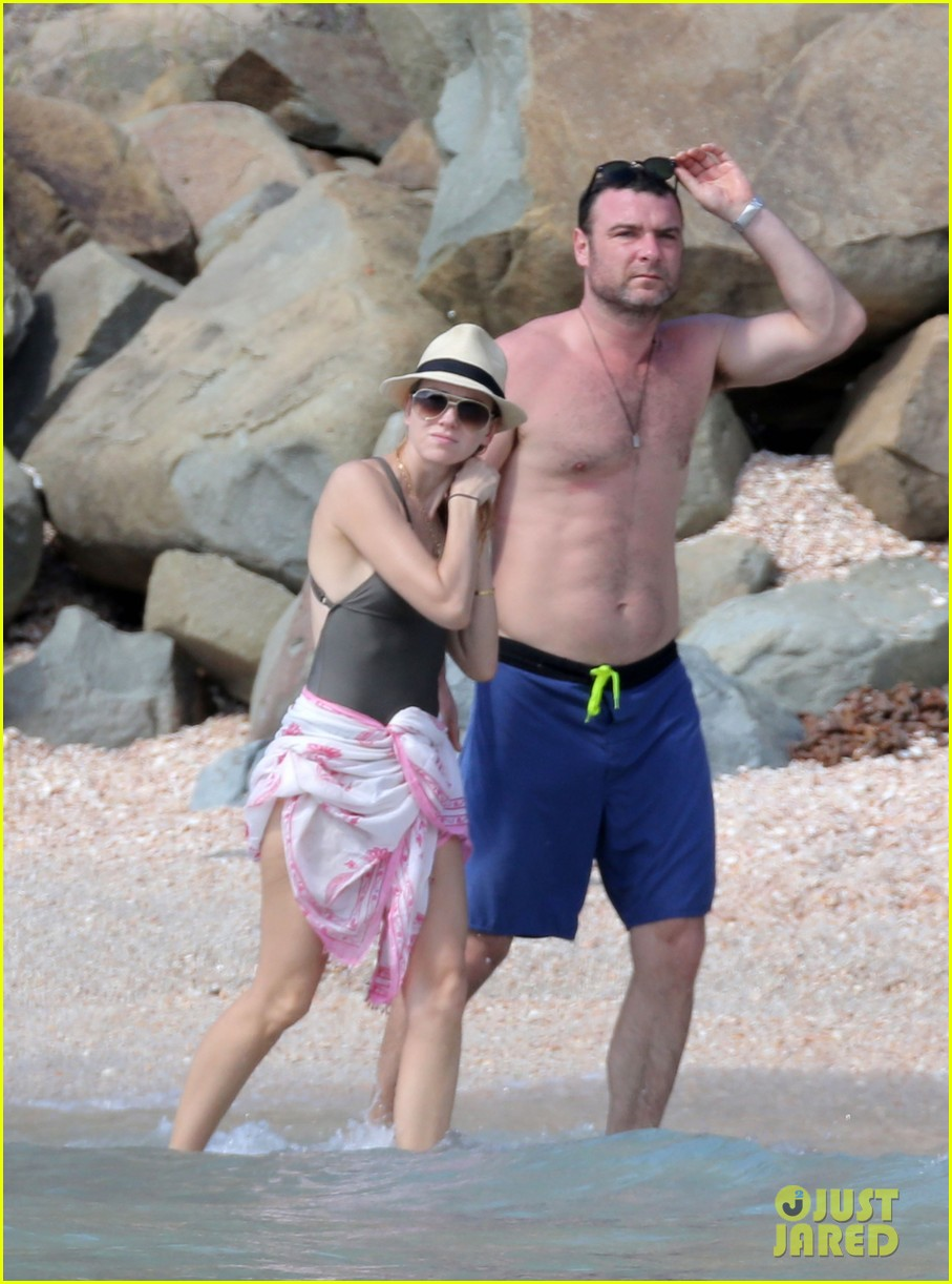 naomi watts shirtless liev schreiber new years eve beach day 212782940