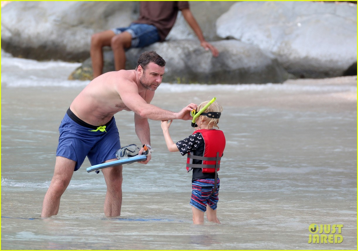naomi watts shirtless liev schreiber new years eve beach day 302782949