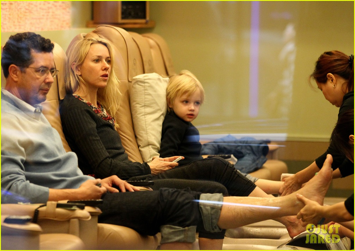 naomi watts samuel mother son pedicures 012778833