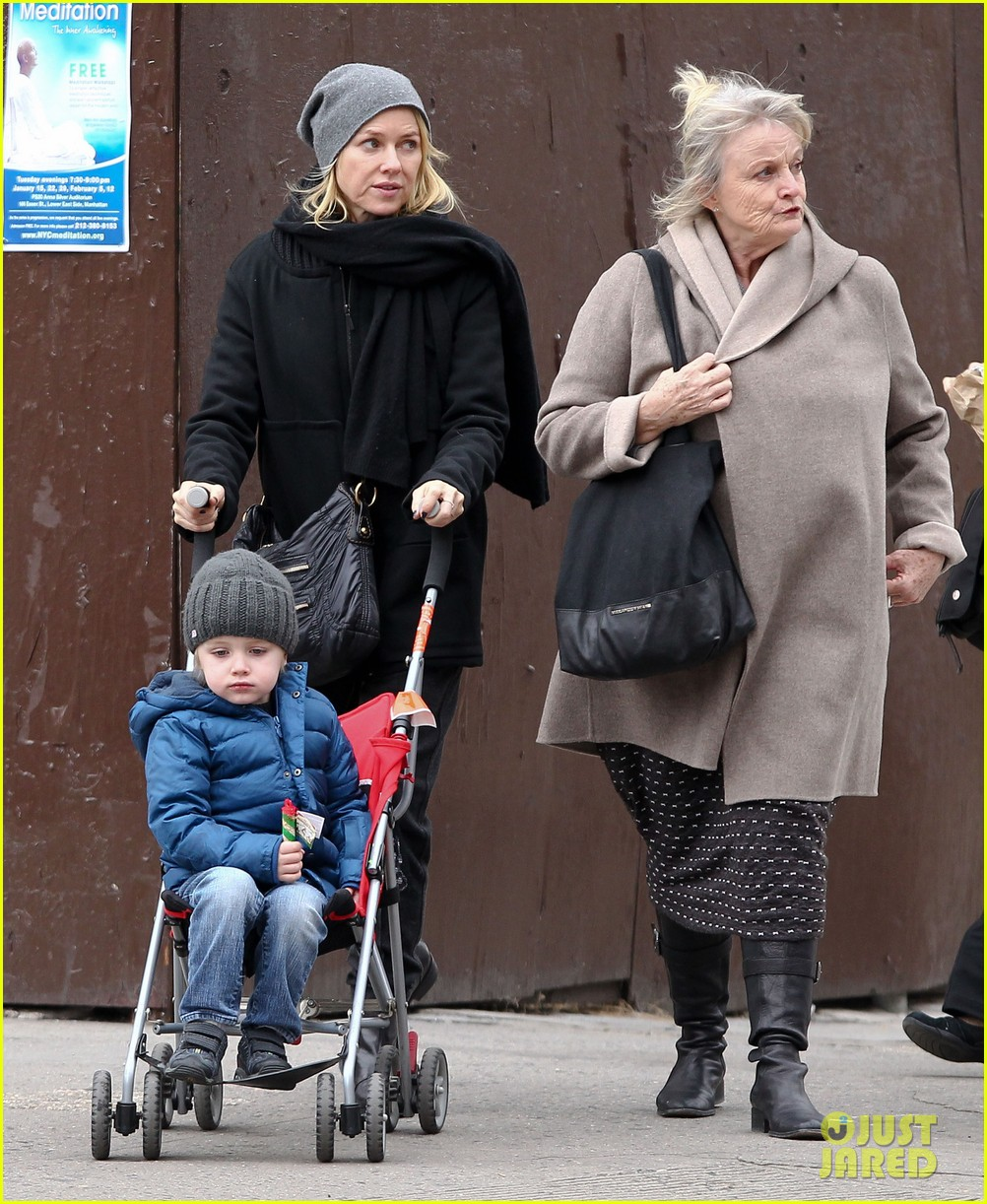 naomi watts samuel mother son pedicures 052778837
