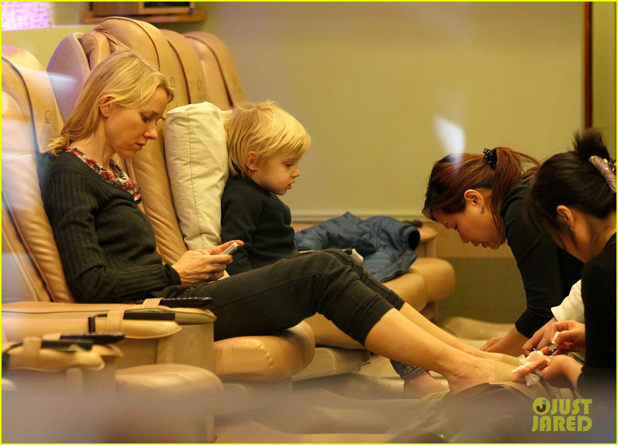 naomi watts samuel mother son pedicures 062778838