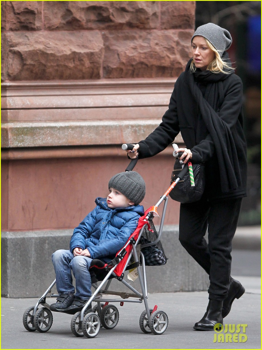 naomi watts samuel mother son pedicures 11
