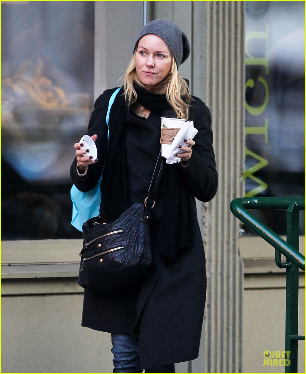 naomi watts let out a yelp after hearing golden globes nomination news 022776188