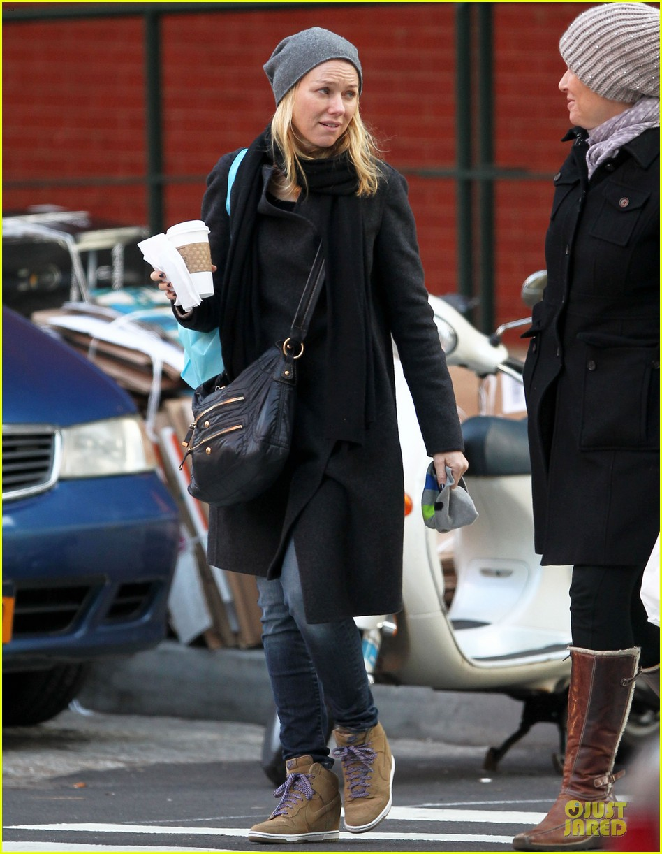 naomi watts let out a yelp after hearing golden globes nomination news 092776195