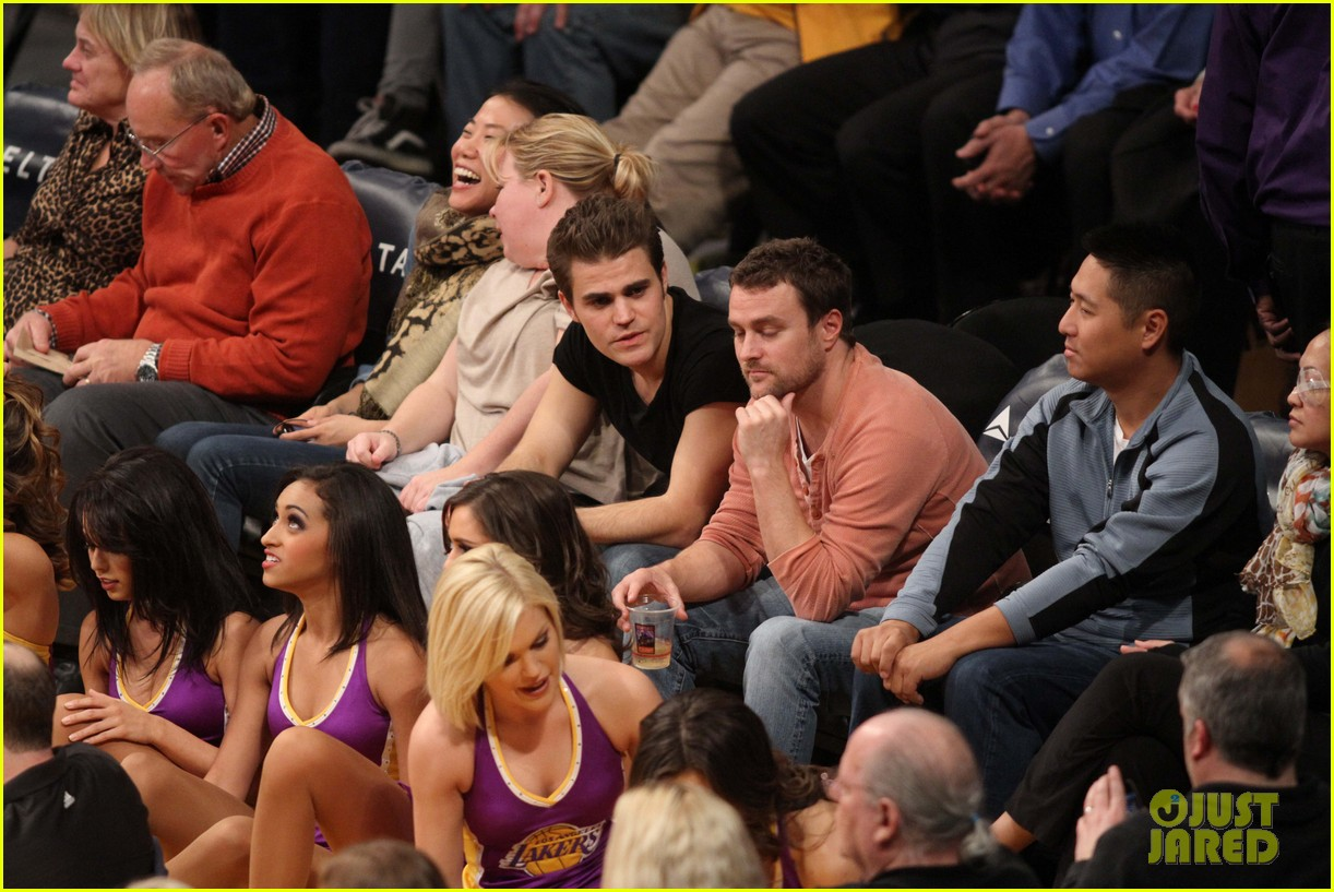 paul wesley lakers game guy 01