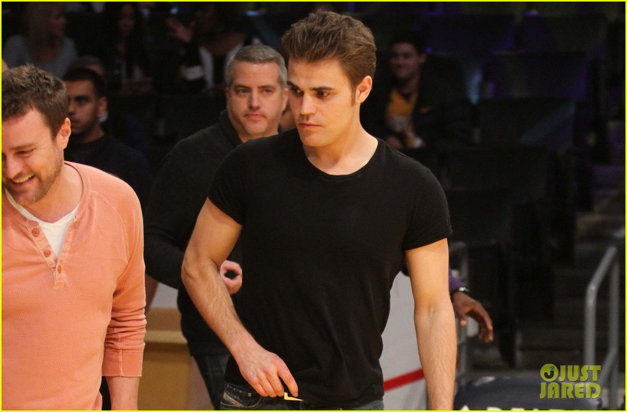 paul wesley lakers game guy 04