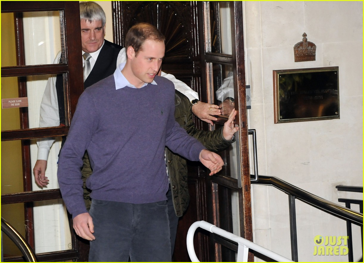 prince william visits pregnant kate middleton in hospital 012769040