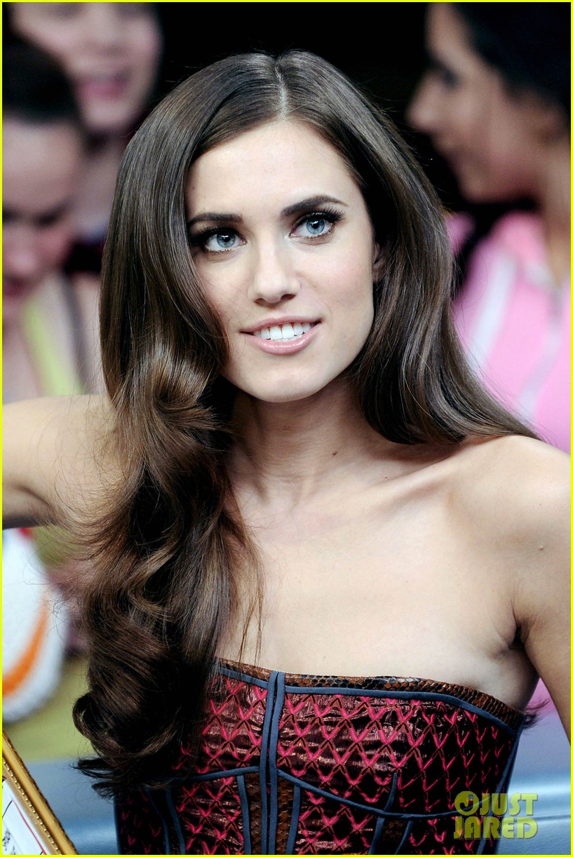 allison williams much music 04