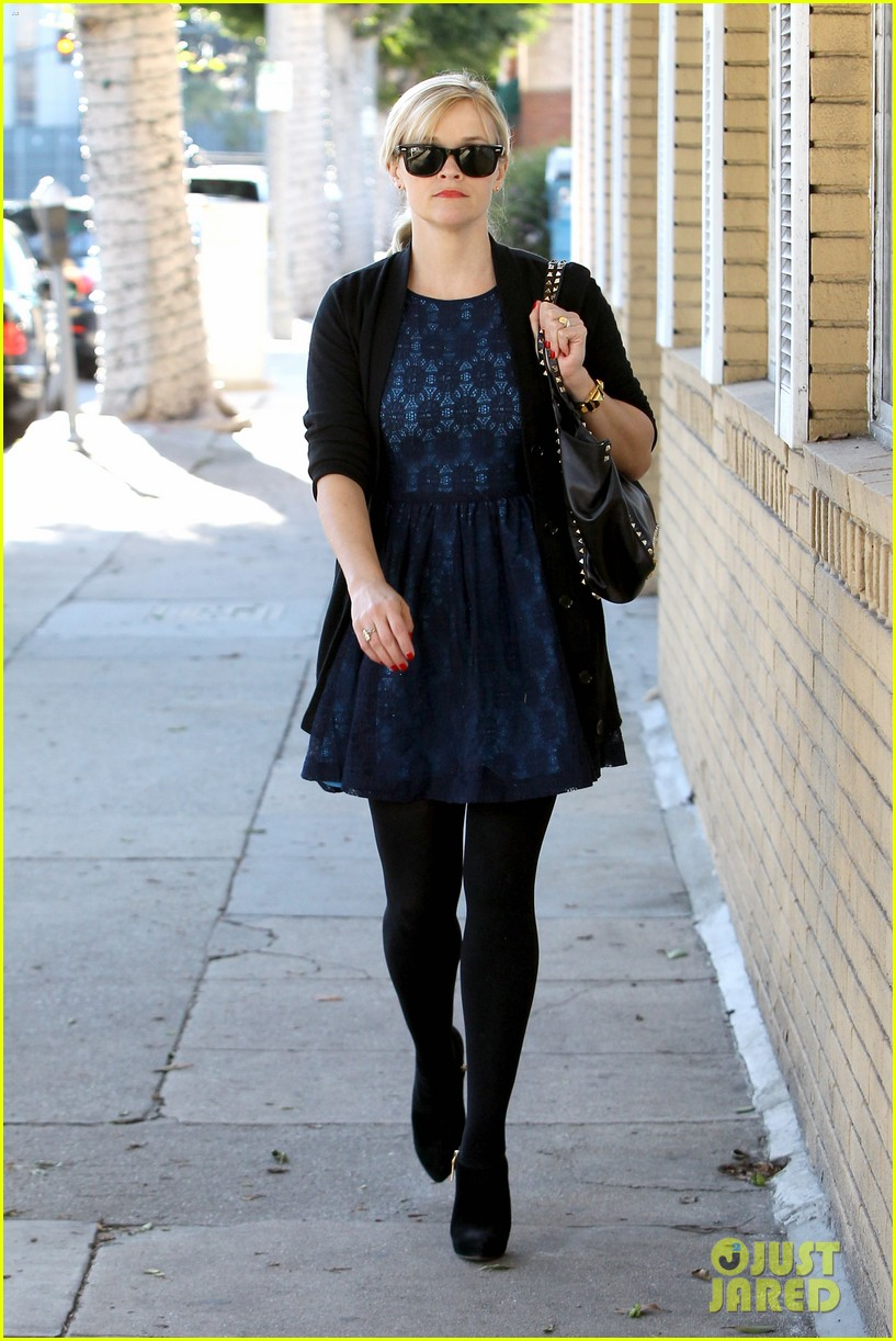 reese witherspoon crawling back to pre baby body 022778437