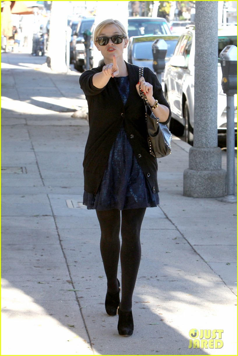 reese witherspoon crawling back to pre baby body 072778442