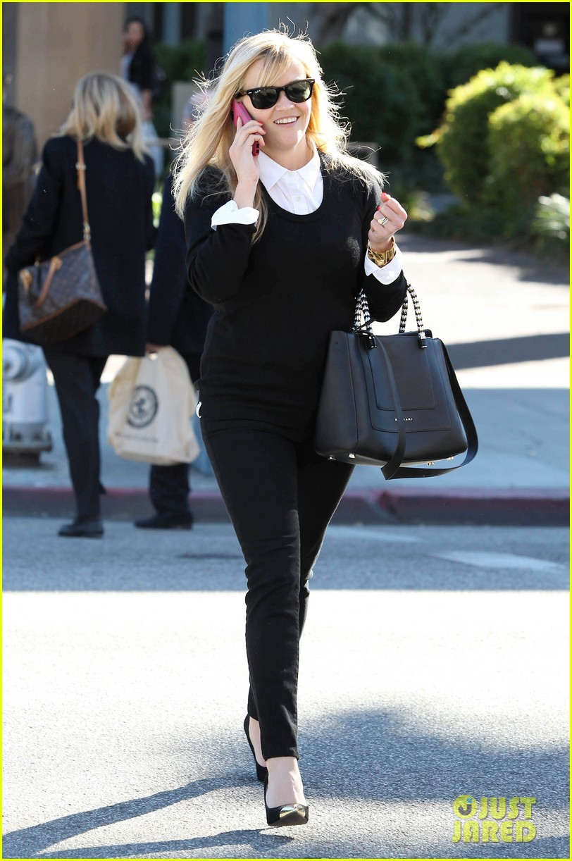reese witherspoon le pain quotidien lunch 042779015