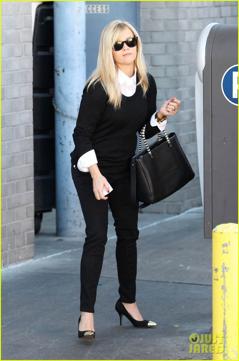 reese witherspoon le pain quotidien lunch 062779017