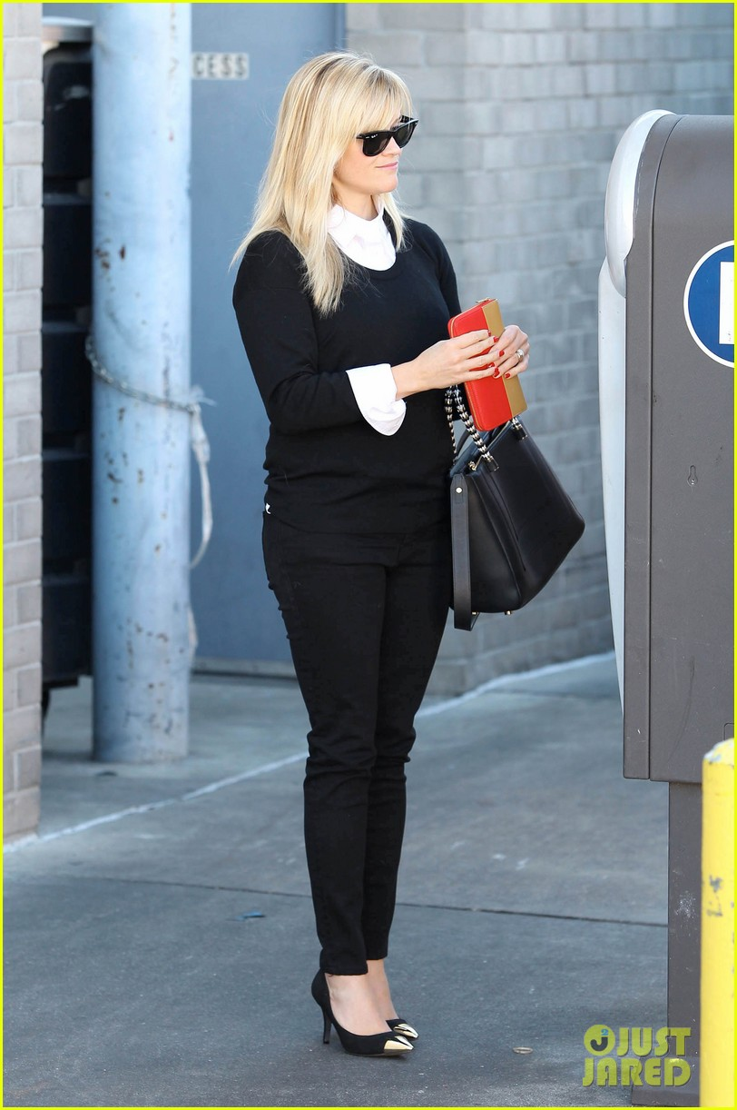 reese witherspoon le pain quotidien lunch 09