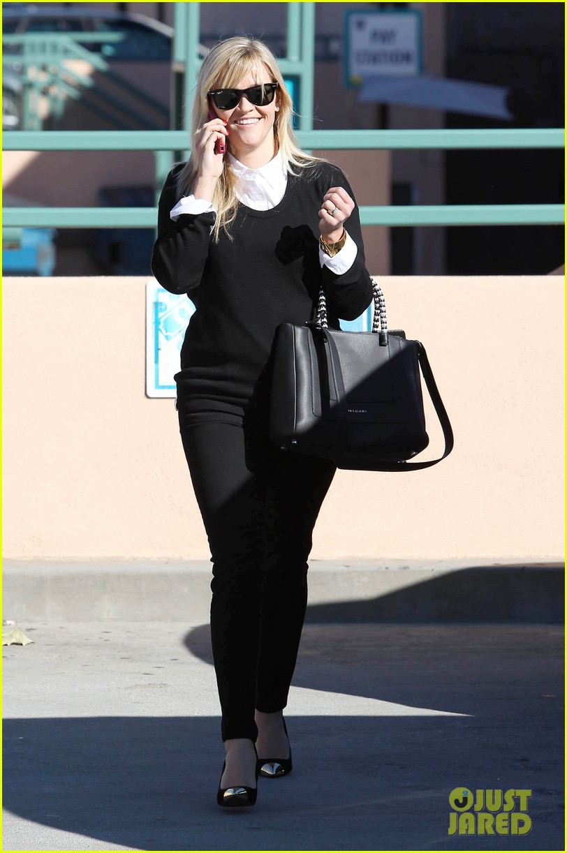 reese witherspoon le pain quotidien lunch 122779023
