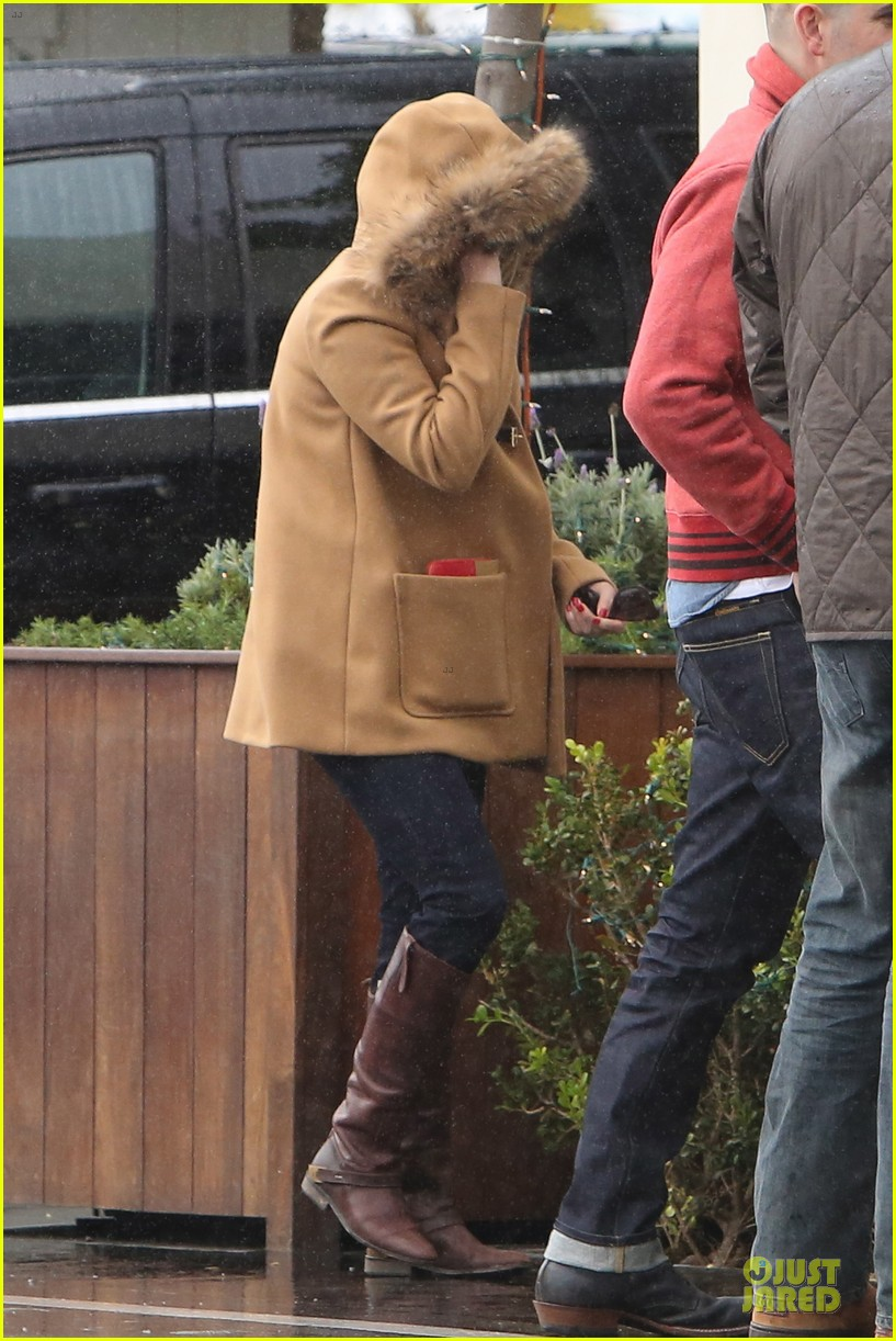 reese witherspoon & toth rainy lunch with deacon 022776919