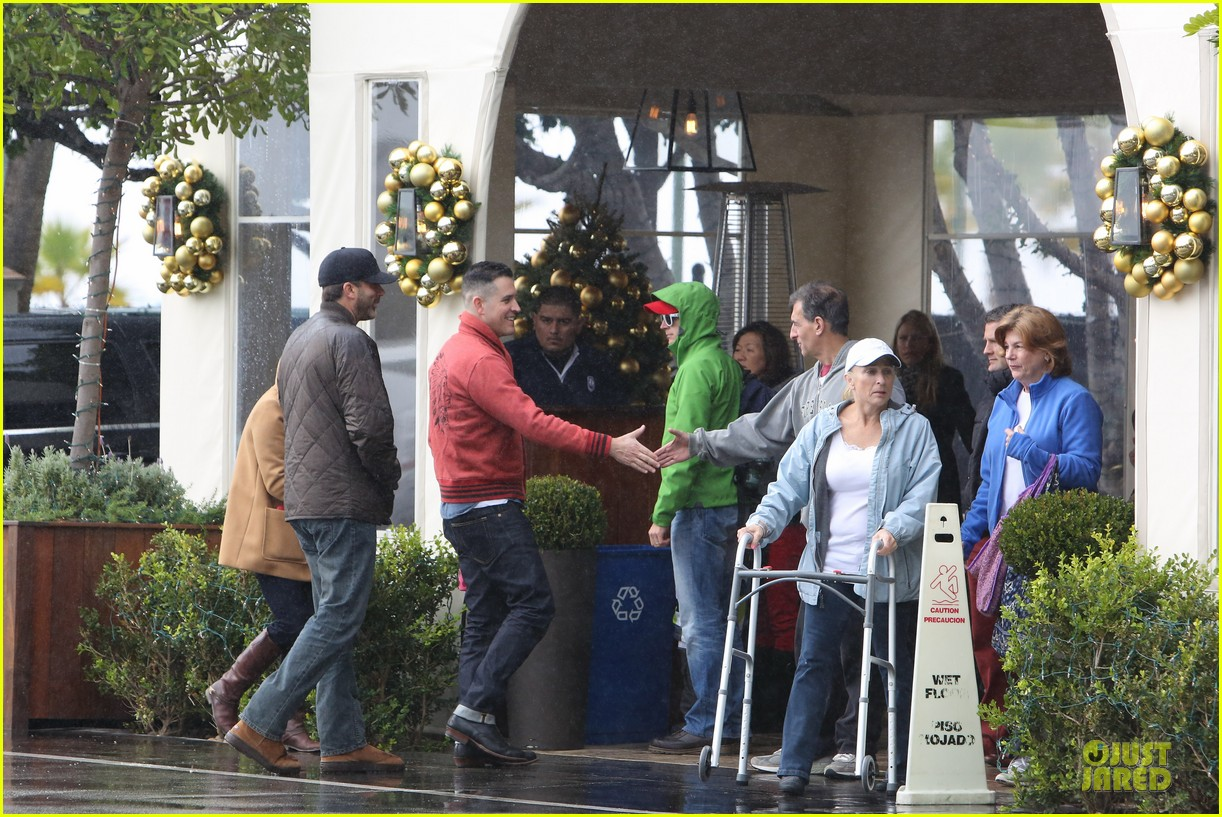 reese witherspoon & toth rainy lunch with deacon 052776922