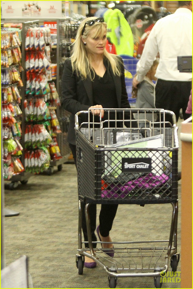 reese witherspoon i couldnt remember the name for refrigerator 012776163