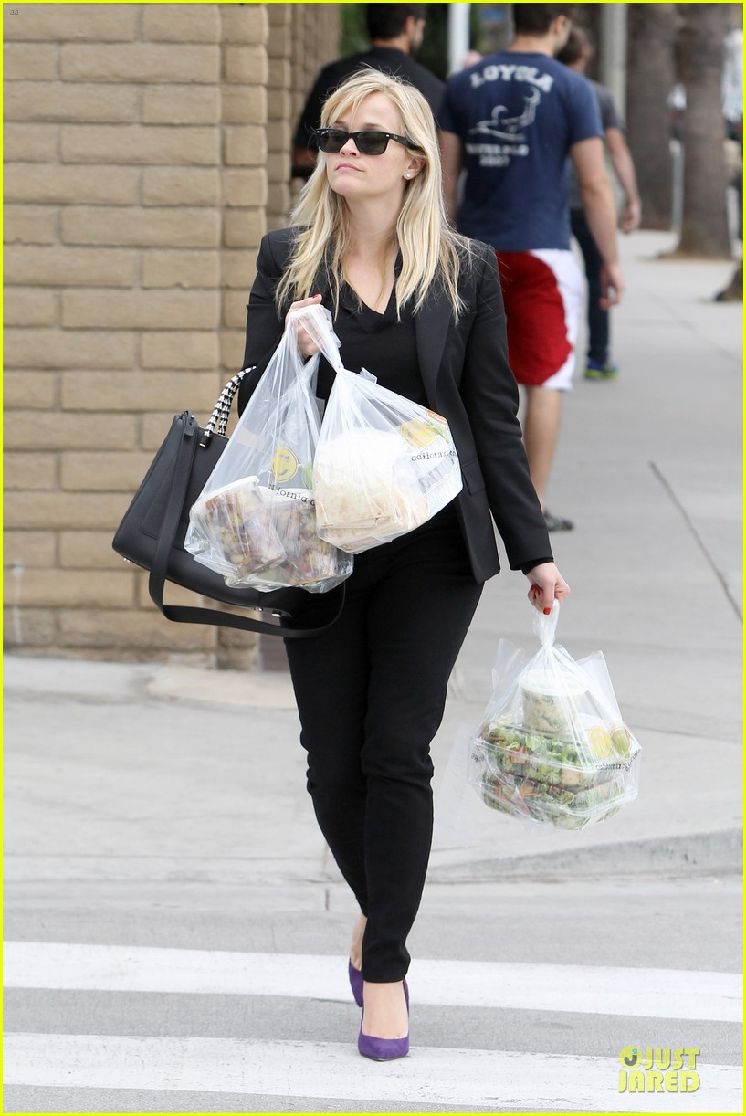 reese witherspoon i couldnt remember the name for refrigerator 222776184