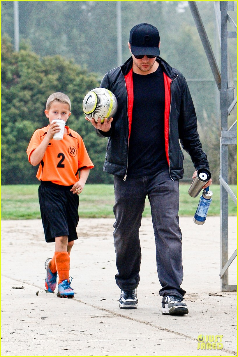 reese witherspoon & jim toth deacons soccer game with ryan phillippe 032771871