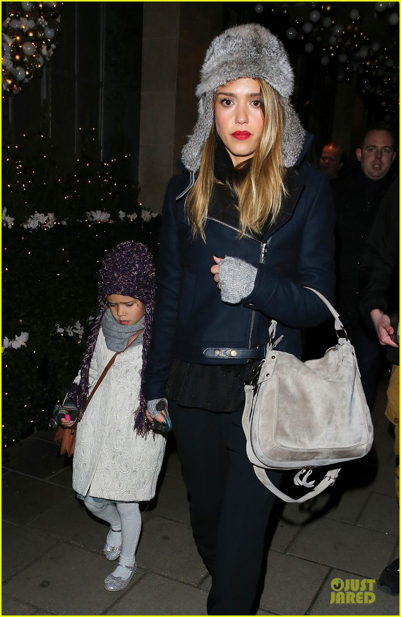 jessica alba had a blast at winter wonderland with honor 042769495