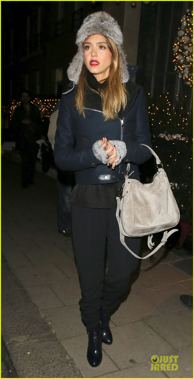 jessica alba had a blast at winter wonderland with honor 08