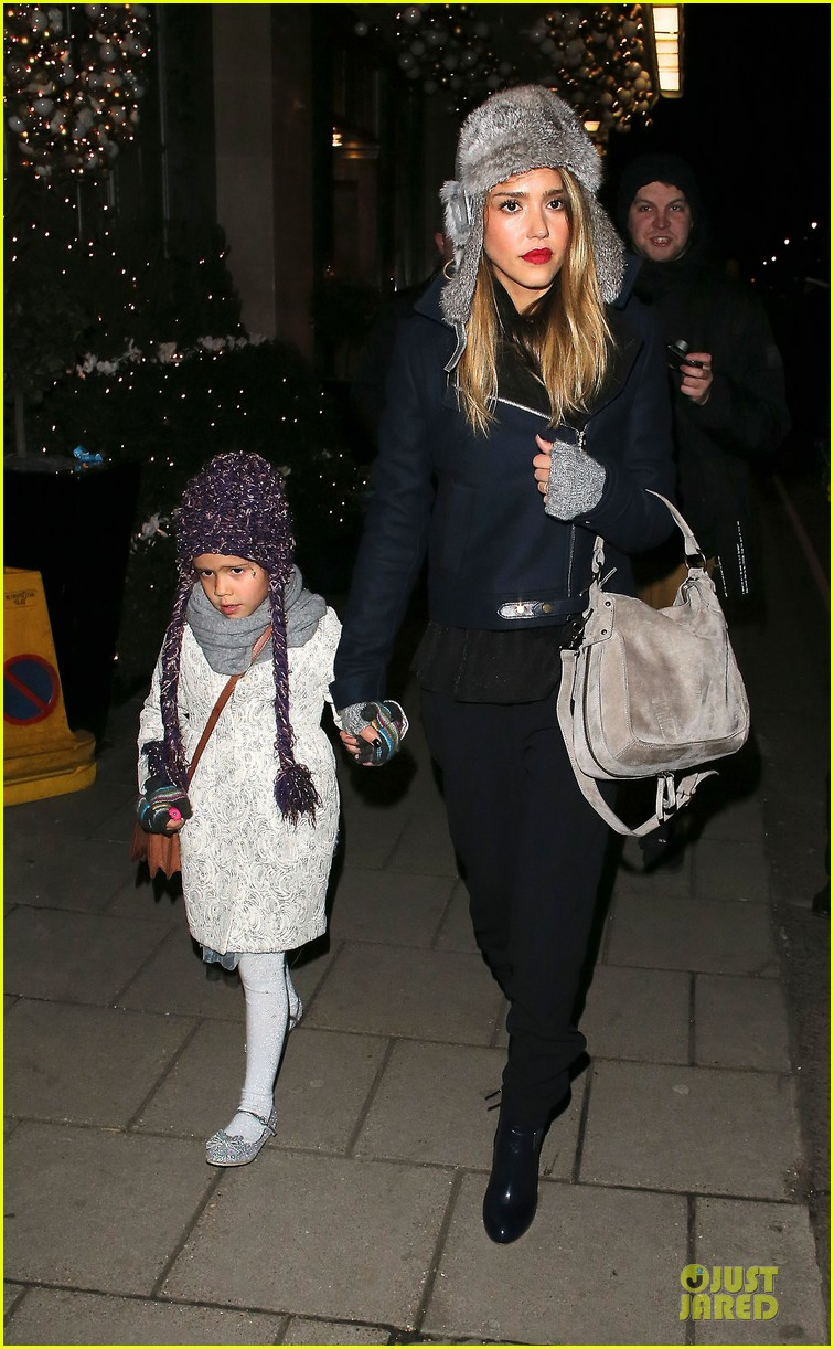 jessica alba had a blast at winter wonderland with honor 102769501