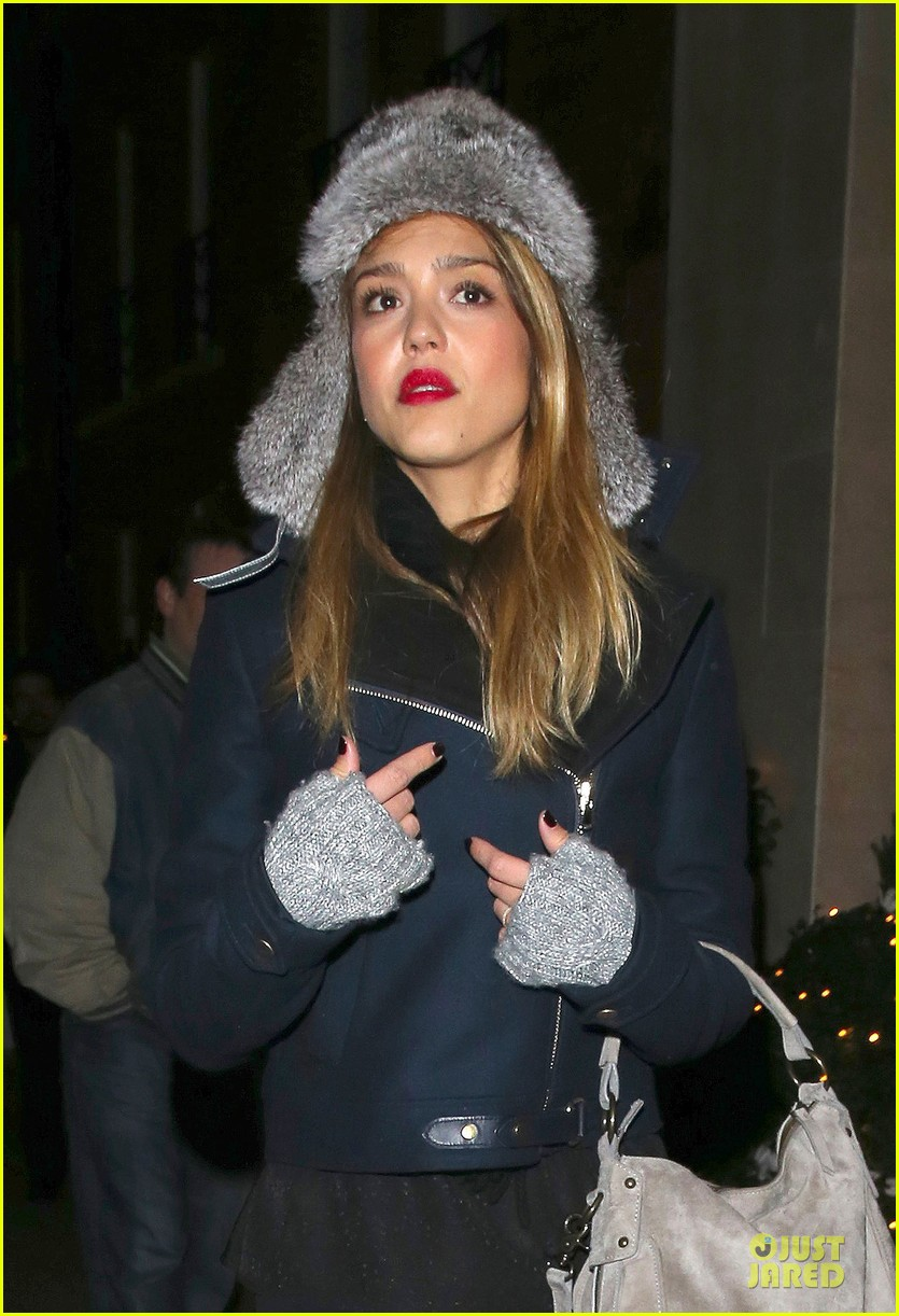 jessica alba had a blast at winter wonderland with honor 14