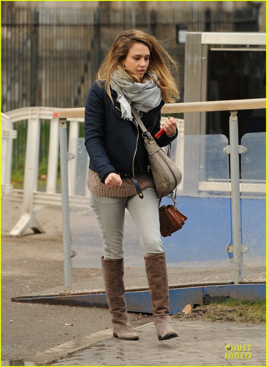 jessica alba had a blast at winter wonderland with honor 20