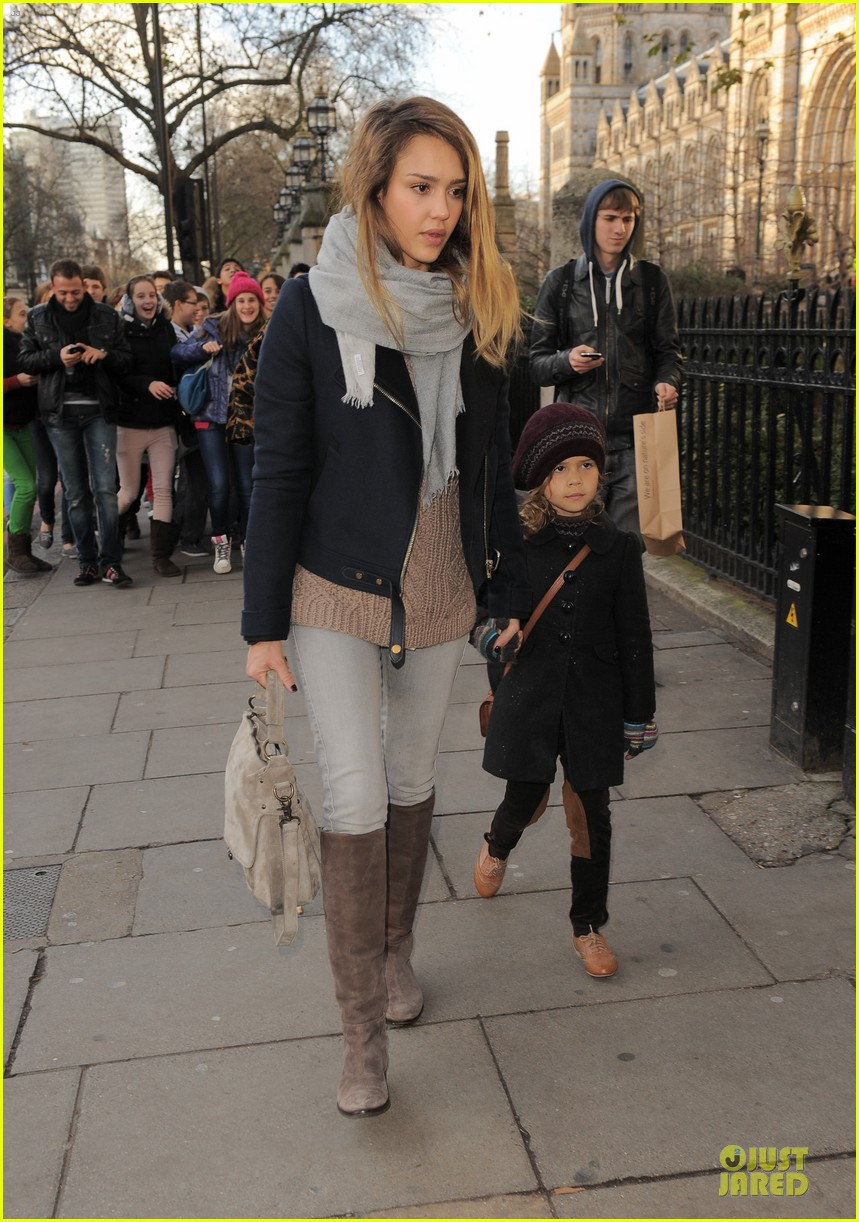 jessica alba had a blast at winter wonderland with honor 212769512