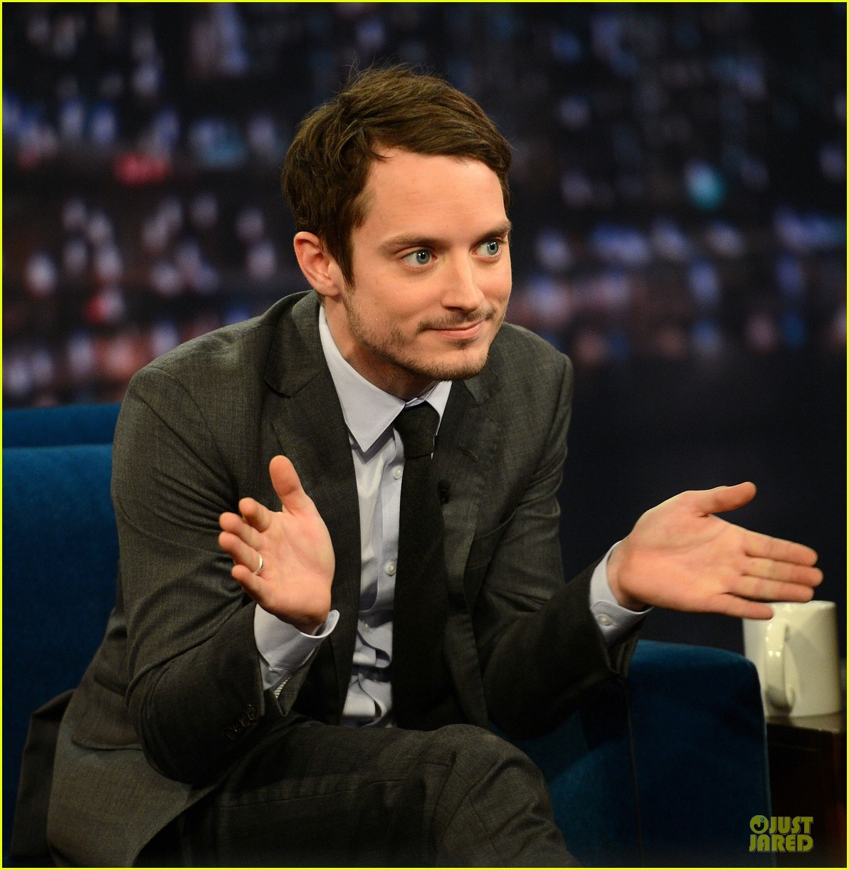 elijah wood late night with jimmy fallon appearance 09