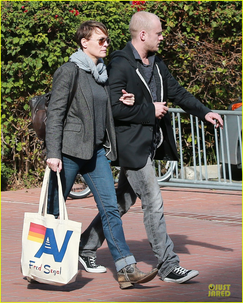 robin wright & ben foster holiday shopping at fred segal 012780313