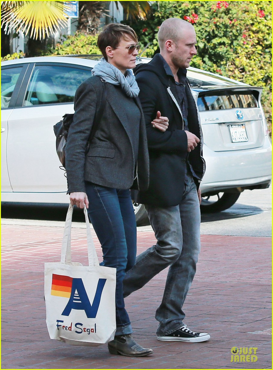 robin wright & ben foster holiday shopping at fred segal 032780315