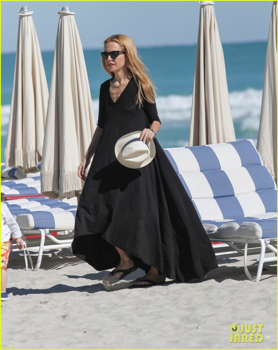 rachel zoe holiday beach vacation with the family 14
