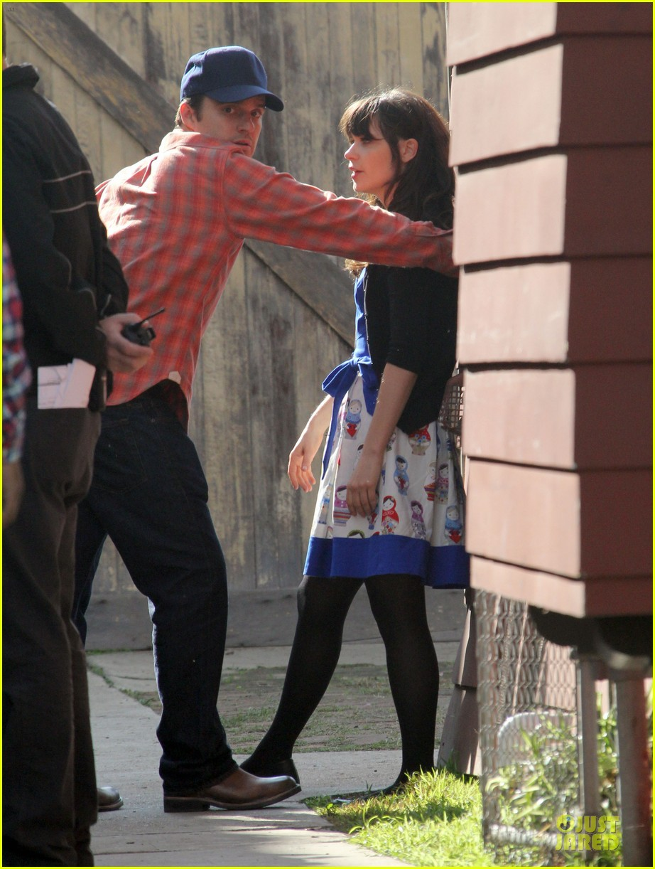 zooey deschanel new girl set with jake johnson 03