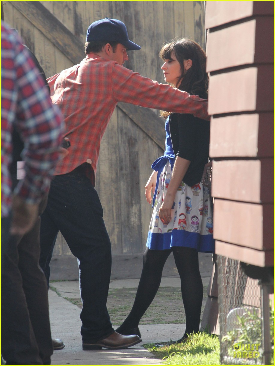 zooey deschanel new girl set with jake johnson 082769541