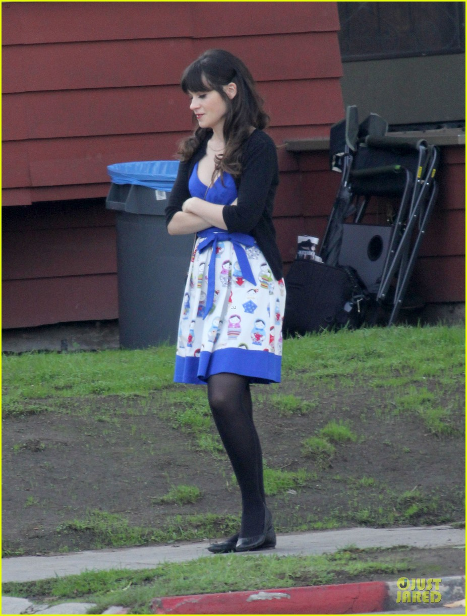 zooey deschanel new girl set with jake johnson 102769543