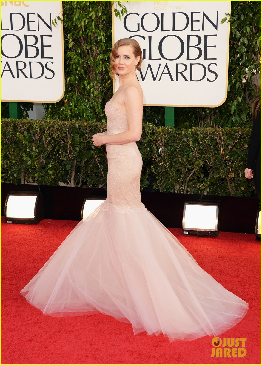 amy adams golden globes 2013 red carpet 032791271