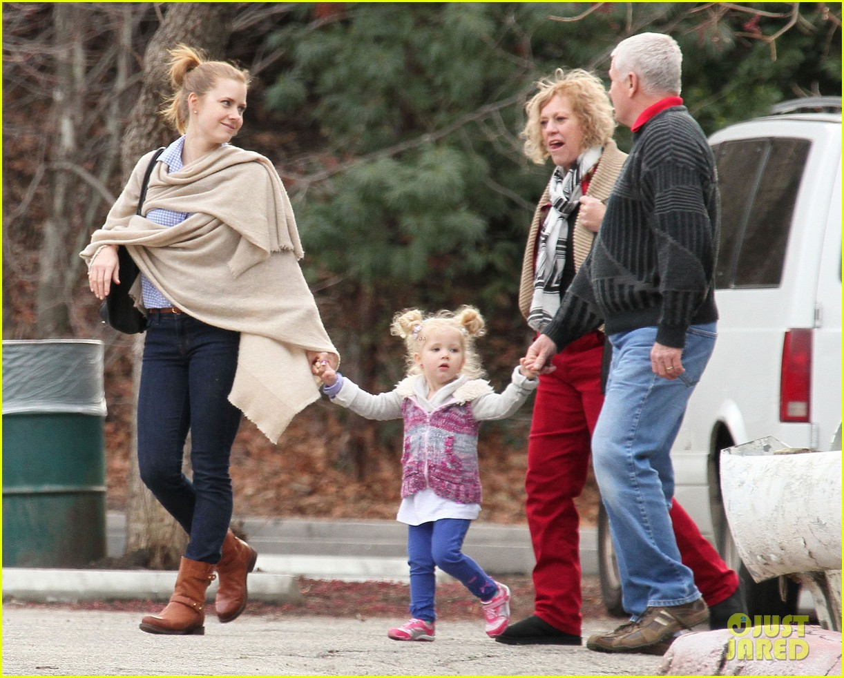 Full Sized Photo of amy adams aviana goes for a pony ride ... Amy Adams