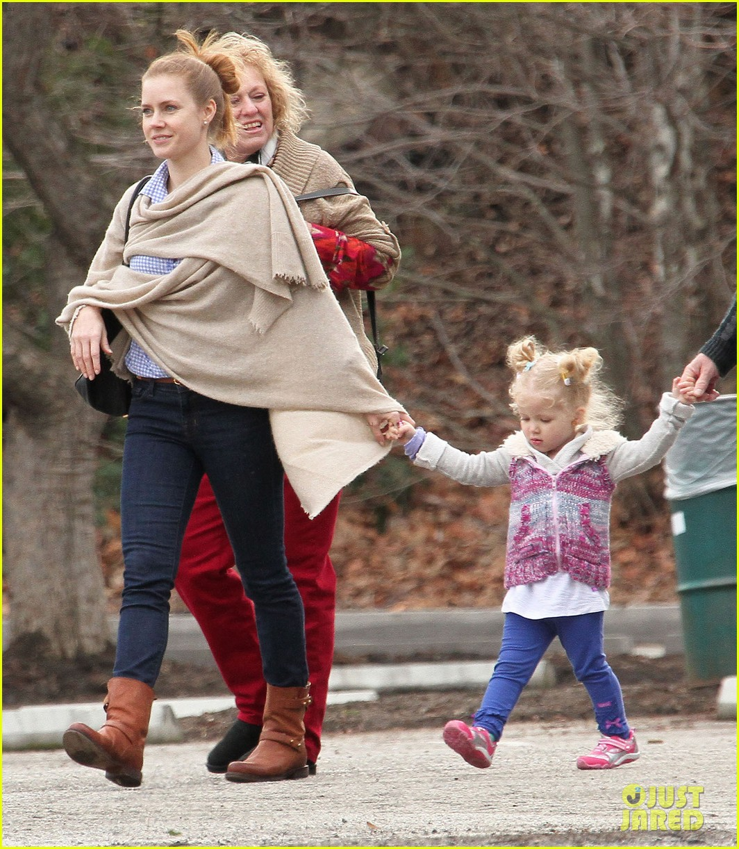 amy adams aviana goes for a pony ride 112800330